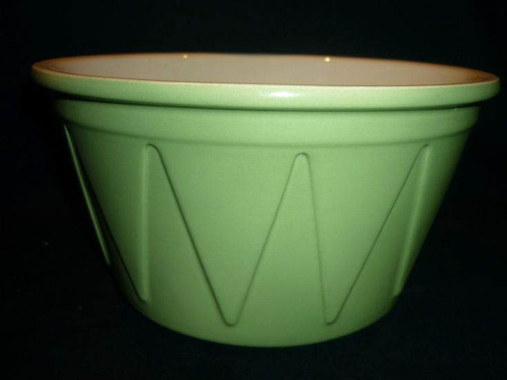 VINTAGE DIANA AUSTRALIAN POTTERY GREEN MIXING BOWL - TRIANGULAR DESIGNS