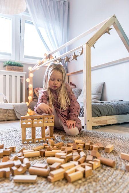 Miejsce do zabawy w przytulnym pokoju dziecięcym - Lovingit.pl