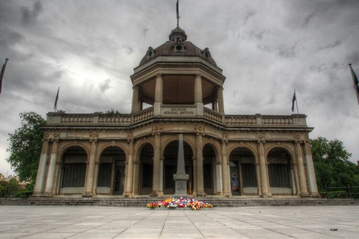 War memorial in Bendigo after remembrance day