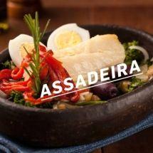 Bacalhau ao forno com batatas ao murro e arroz de brócolis