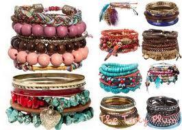 variedad de colores en pulseras