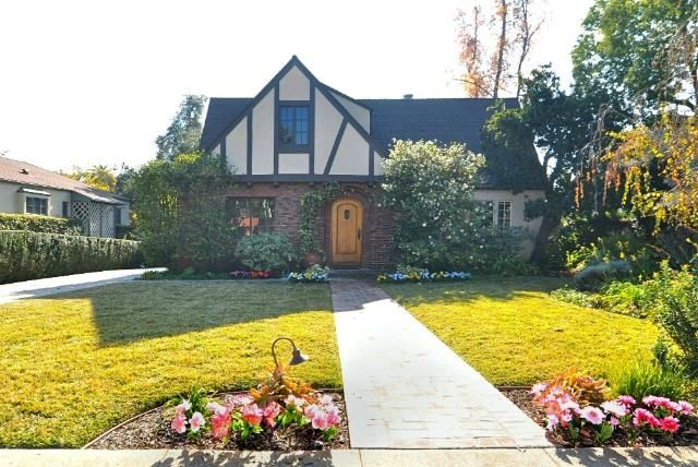 1770 Loma Vista Street, Pasadena CA ... we could not afford this. But it's adorable.