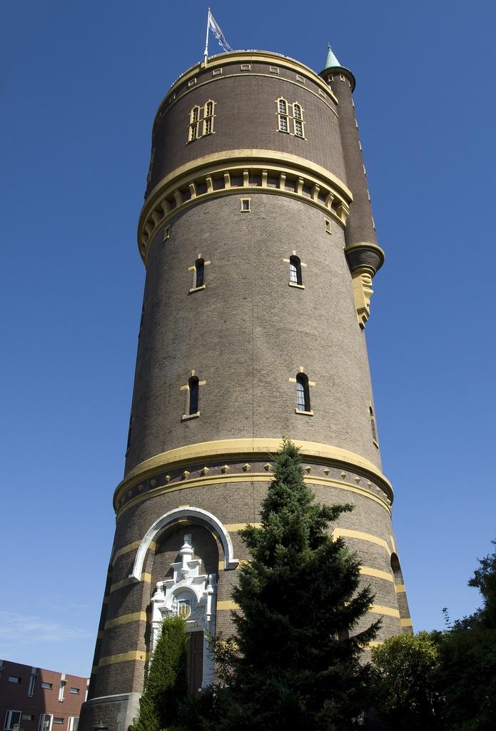 De watertoren aan de Bredaseweg in Tilburg