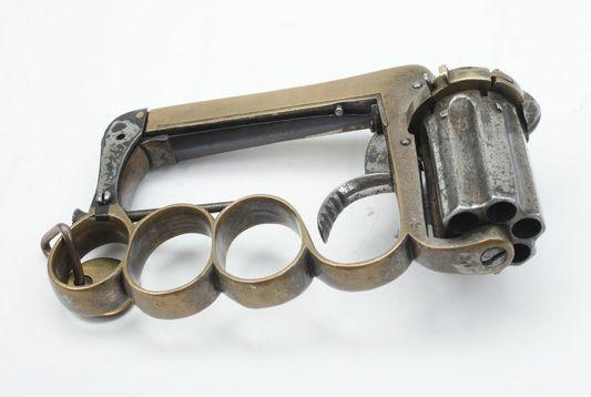 The Apache pistol - Brass Knuckles / Pistol