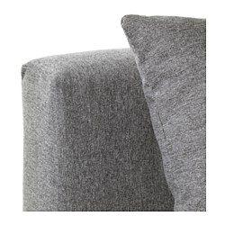 Bäddas enkelt ut till en säng. Förvaringsutrymmet under sitsen har plats för exempelvis sängkläder.