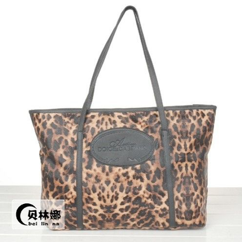 "@cs.ordersis's photo: ""Handbag : C018 LEOPARD ""Material : Imitiation Leather + Glossy Outer Height : 30cm Width : 40cm Depth : 18cm Weight : 650grams"" Rp160,000  #handbag #bag #tas #ordersis"""
