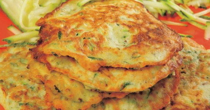 Cuketové placky - dôkladná príprava krok za krokom. Recept patrí medzi tie najobľúbenejšie. Celý postup nájdete na online kuchárke RECEPTY.sk.