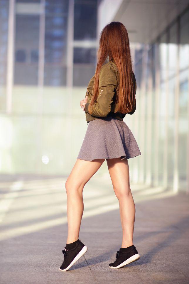 Zielona Kurtka Bomberka Czarny Stanik Szara Spodniczka I Sportowe Buty Ari Maj Personal Blog By Ariadna Majewska Jupe Robe Patineuse Silhouette