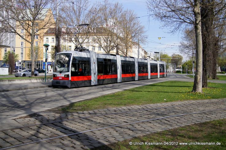 696 Wien Westbahnhof 13.04.2012 - SGP ULF B