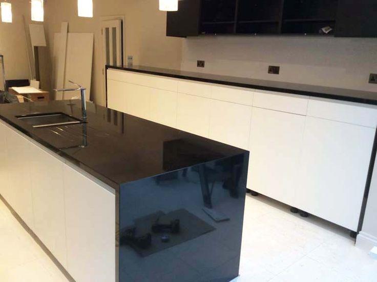 die 25 besten ideen zu schwarzer granit auf pinterest. Black Bedroom Furniture Sets. Home Design Ideas