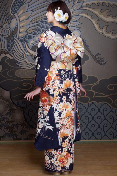 Hulisode:長袖の着物、女性一人のみ