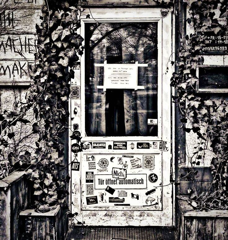 #berlin #friedrichshain #project_berlindoors #streetart #grafity #raw #tags #kreuzberg #fhain #drawing #kunst #photography #streetphotography #hiphop #modernart #contemporary #street #blackwhite #arte #design #architecture #snapshot #paints #nightlife #hipster #gallery #urban #urbanart #acab #caigojup by project_berlindoors