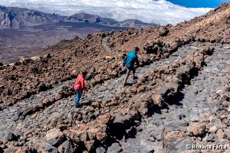 Poteci pietruite pe Vulcanul Teide, Tenerife Walking over the clowds, on Teide