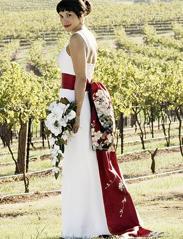 .Traditional Japanese dress Keywords: #weddings #jevelweddingplanning Follow Us: www.jevelweddingplanning.com www.facebook.com/jevelweddingplanning/