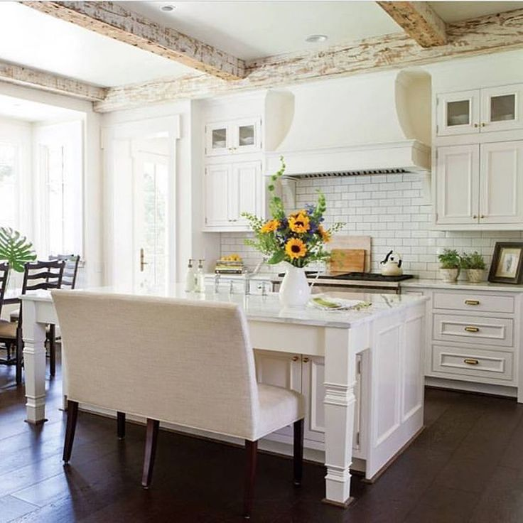 Hahka Happy Cottage Kitchen: 25+ Best Ideas About Cottage Kitchens With Islands On