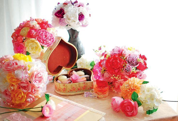 Decoruri cu flori de hartie. Te-ai gândit vreodată că poți realiza decoruri cu flori de hârtie în casa ta?