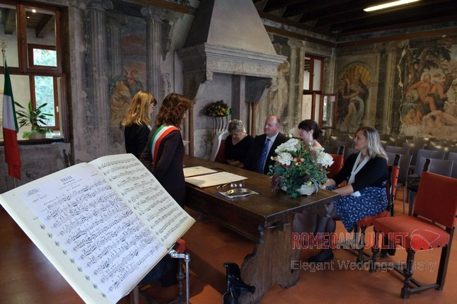 An intimate ceremony at Palazzo Guarenti