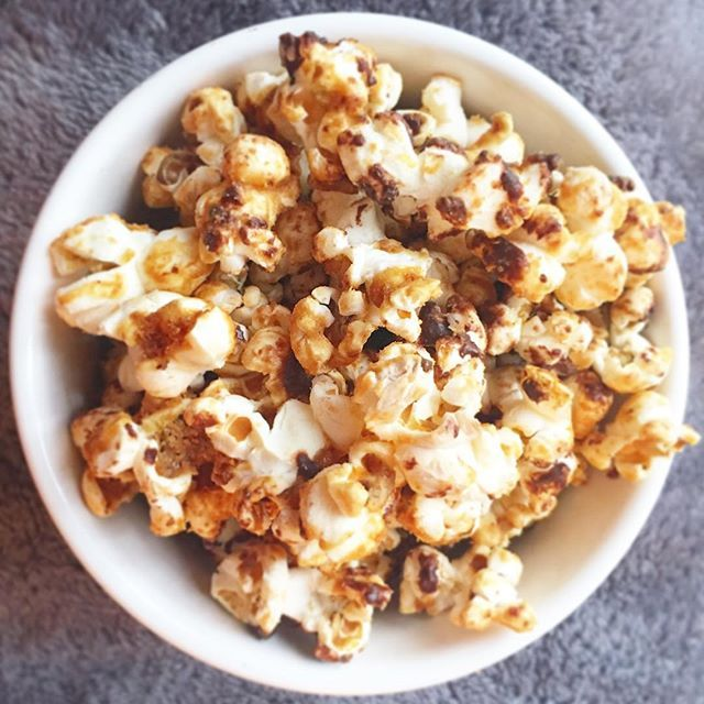 🍿 HOMEMADE PEANUT BUTTER CHOCOLATE POPCORN!! 🤗😀 How do you like your popcorn?? 🍿 / \ 🍿 ДОМОДЕЛЬНАЯ Арахисовое масло ШОКОЛАД ПОПКОРНА !! 🤗😀 Как вам нравится ваш попкорн ?? 🍿 . . . . #cleaneats#eatingclean#cleaneating#veganfoodshare#smoothie #smoothiebowl#plantbased#plantbasedliving#plantbaseddiet#plantpower#veganeats#veganrecipes#veganfood#vegan#plantstrong#healthylifestyle#healthyfood#plantpowered#healthyrecipes #healthyeating#motivation…