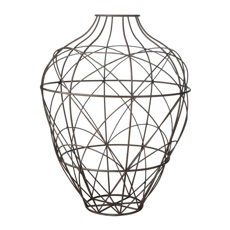 I like how they have created this vase using a picture of lines and curves, I think it is very eye-catching.