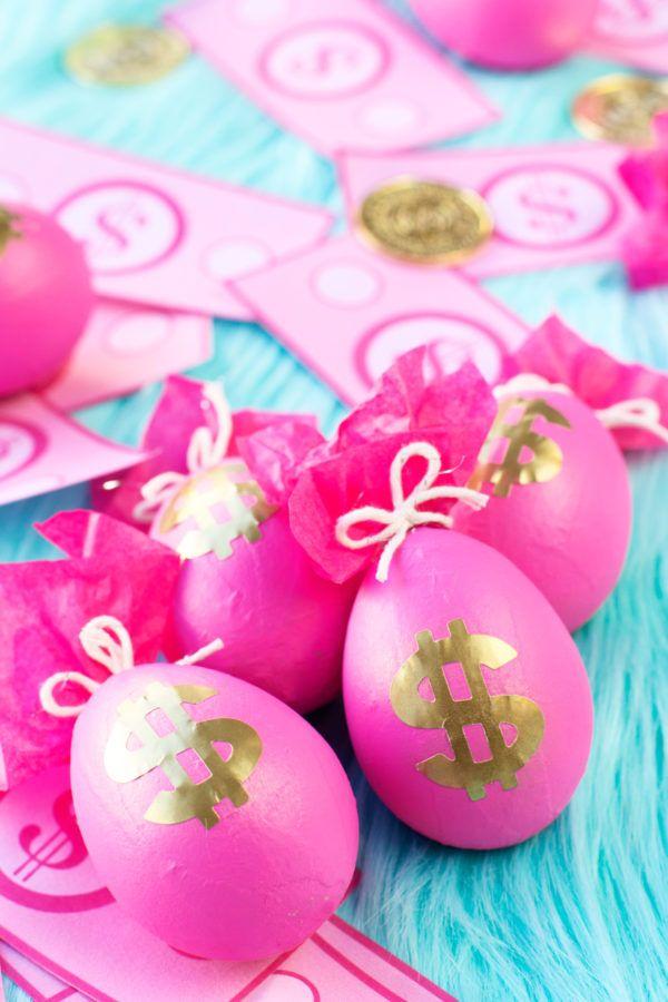DIY Money Bag Easter Eggs | studiodiy.com