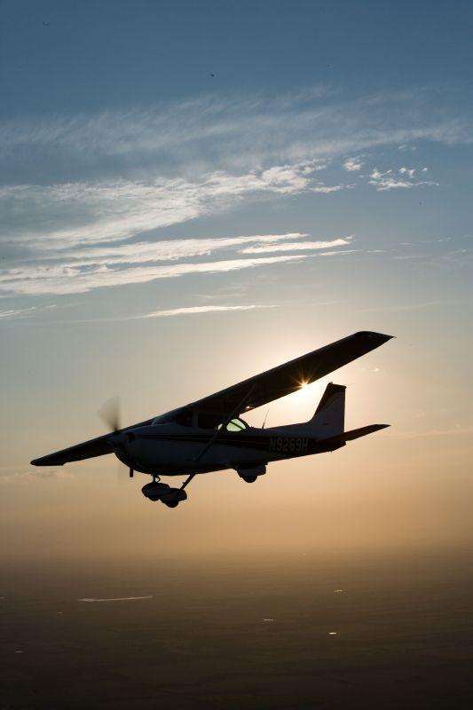 """Cessna 172... mentre sto ancora """"digerendo"""" la teoria... si comincia a volare…                                                                                                                                                                                 More"""