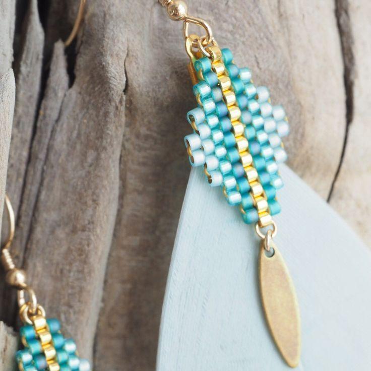 Voici une nouvelle paire de boucles d'oreilles à plumes ✨ avec tissage #miyuki et sequin en laiton vieilli à retrouver dans ma boutique Etsy. Belle journée à vous. . . . . . #petitboutdechouhk #motifpetitboutdechouhk #jenfiledesperlesetjassume #miyukiaddict #miyukijewelry #perlesaddict #beadaholic #beadlover #beadweaving #brickstitch #bouclesdoreilles #bijouxfaitmain #tissageperles #tissagemiyuki #creatricedebijoux