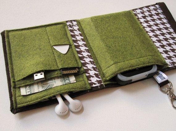 Rockitbot's Nerd Herder Gadget Wallet (can't decide between Moss, Olive or Black)