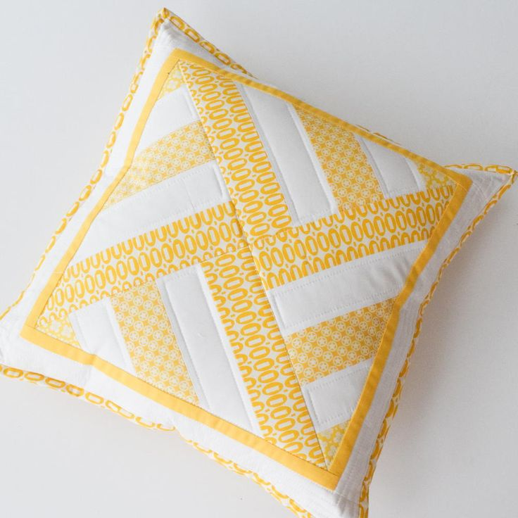 Geometric Throw Pillow with Lapped Zip Back | This DIY pillow is a ray of sunshine!