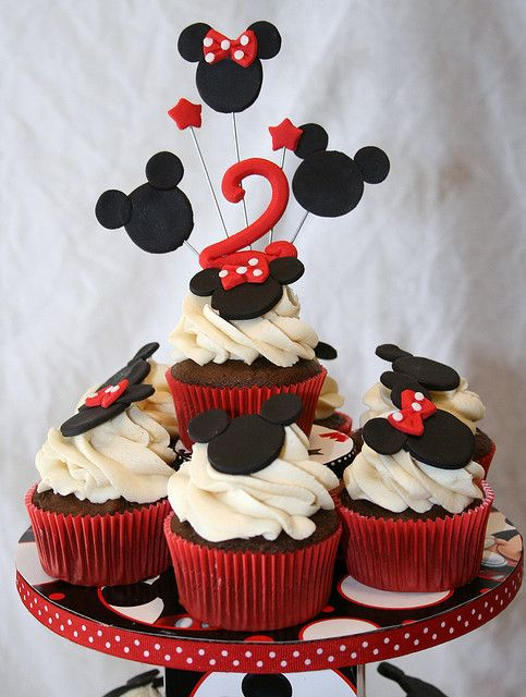 @KatieSheaDesign ♡❤ #Cupcakes ❤♡ ♥ ❥ Mickey and Minnie Cupcakes