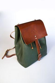 Mochila mediana de cuero tipo saco hecha a mano con piel de vacuno. AVO Leather Design
