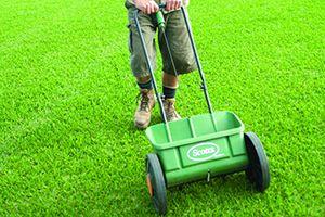 lawn-fertilising