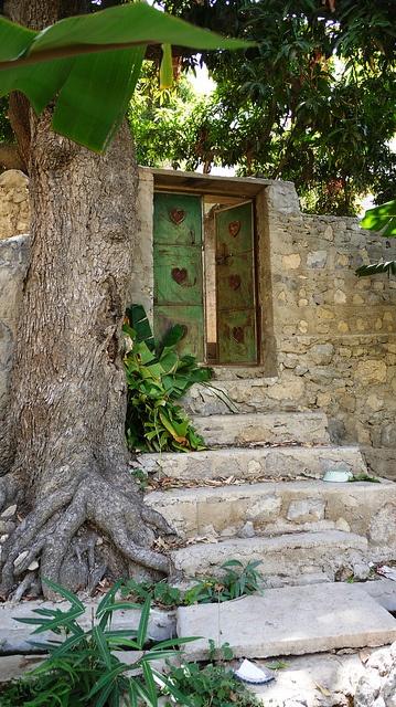 Oman - Porte traditionnelle dans un petite village.