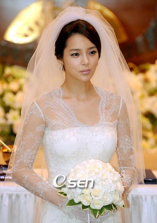 Park Shi-yeon announces November wedding