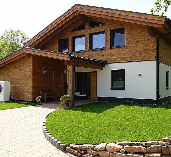 Riegelhaus In Fichte Gehackt Gestrichen Bauen Fassade Haus Haus Altholz Haus
