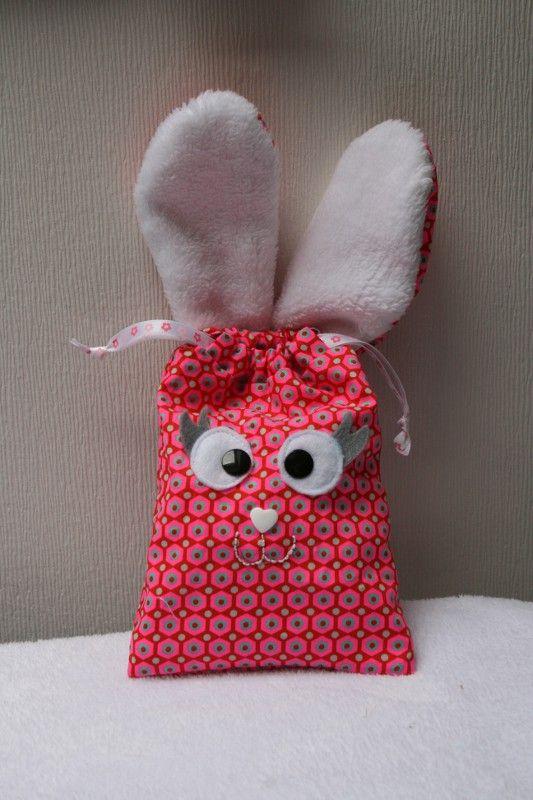 Je vous présentais hier la version du pochon lapin pour les chocolats de pâques pour mon P'tit Poulet et bien aujourd'hui, je vous présente la version pour