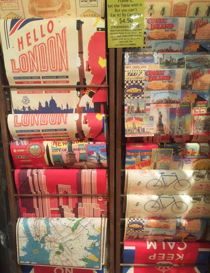 Preciosos papeles de regalos en la tienda Book, paseando por New York city. Cherrytomate