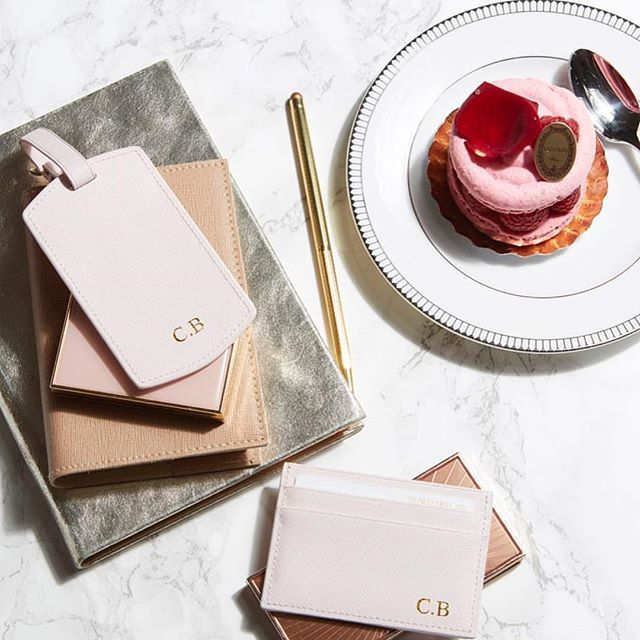 There is always room for dessert.. 🍨🍓 Treat your loved ones with personalized travel essentials for Christmas 🎄 Start your journey at www.deriwe.com, link in bio @deriweofficial ✈️ #deriwe 📸: @clairebrayford