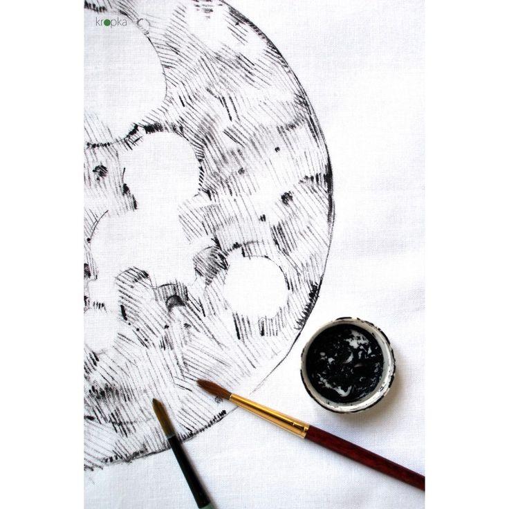 Poszewka Pełnia Księżyca, ręcznie malowana. Jedyny egzemplarz. #księżyc #moon #wicca #poduszka #stylskandynawski #ooak #interior #moonart #polskiprodukt #handmade #kropkadesigneu #tattooonfabric