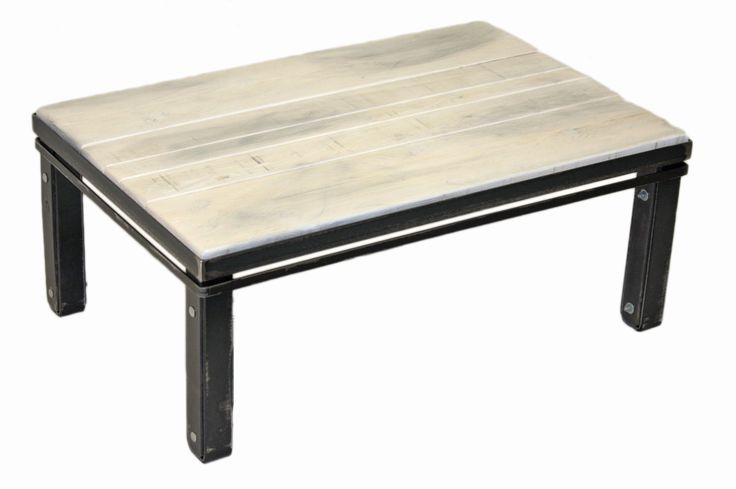 "Table basse en pruche ""Gris nuage"" #table #living #room #acier #steel #meuble #furniture #industriel #industrial #design #wood #bois"