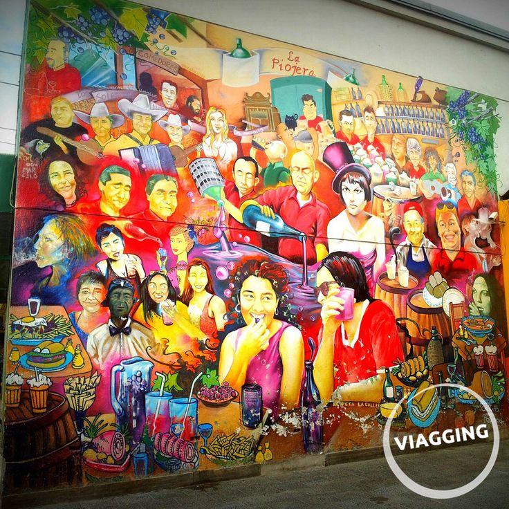 La Piojera, locale tipico di Santiago del Cile. Scopri di più: http://viagging.it/quando-le-gambe-sono-importanti-per-bere/
