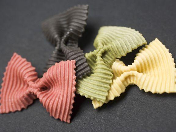 Bunte Nudeln ist ein Rezept mit frischen Zutaten aus der Kategorie Nudeln. Probieren Sie dieses und weitere Rezepte von EAT SMARTER!