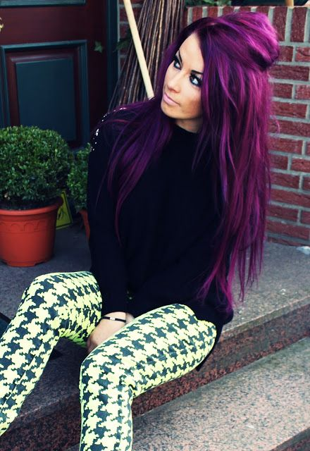 LOVIN this gorgeous purple colored fab hair! Don't know if I would ever be brave enough to do it...but I might just be!!!! ;) <3