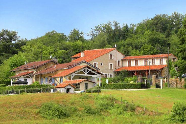 * 14 slaapkamers (kelder 3 glkvl 2+1nis - 1st verd 8 - 2de verd 1) * 6123€ * groot domein met zwembad * Roussines Dordogne, Frankrijk * geen raamluiken