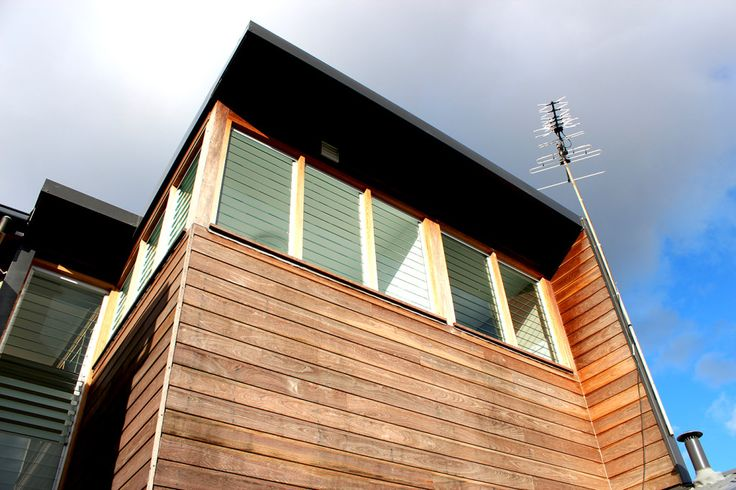 Extension and renovations, glass louvres, louvre windows, timber extension, spotted gum wall cladding, colorbond steel roof, black roof, architectural details, Builder, NSW, Sydney, Northern Beaches, Avalon, askerrobertson design and construction