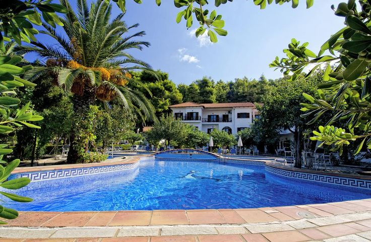 Delphi Resort || Situated a 5-minute walk from the sea and surrounded by lush pine forests, Delphi Resort offers a large swimming pool and a poolside bar.