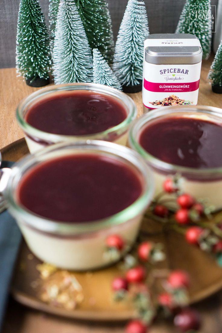 Ich liebe Panna Cotta und mit diesem Rezept macht ihr zur Weihnachtszeit nichts verkehrt. Da kitzelt Weihnachten schon am Gaumen. - Weihnachts Panna Cotta