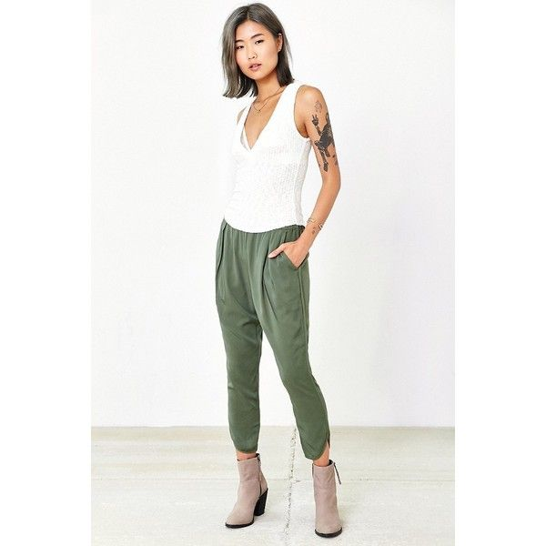 Silence + Noise Blaire Jogger Pant ($59) ❤ liked on Polyvore featuring pants, dark green, drop crotch trousers, drop crotch jogger pants, white jogger pants, jogging trousers and white drop crotch pants