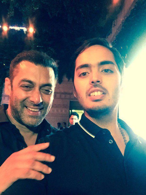 Selfie Time! Mukesh Ambani's Son, Anant Ambani clicks a selfie with Salman Khan.