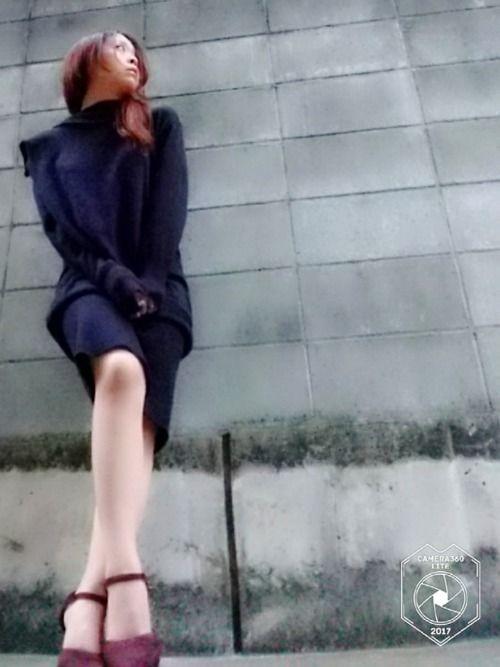 背景模索中。 今日は コンクリ の前やで。 そのうち誰やら分からんようにしてやろうか! お前を蝋人形