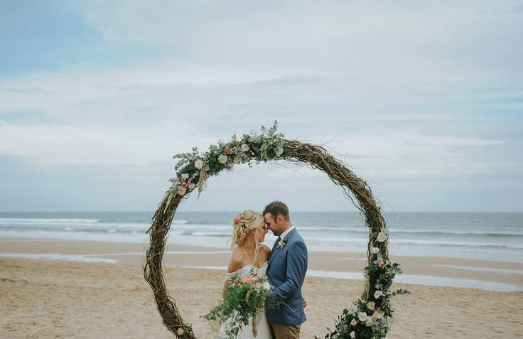 Willow flower arbour on the beach. Love this. Photography by Smitten Wedding photography. Flowers asdaisydoes